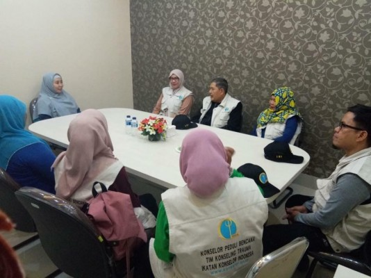 Indonesian Counselor Association and University Hamzawadi make CSR for Natural Disaster Victims
